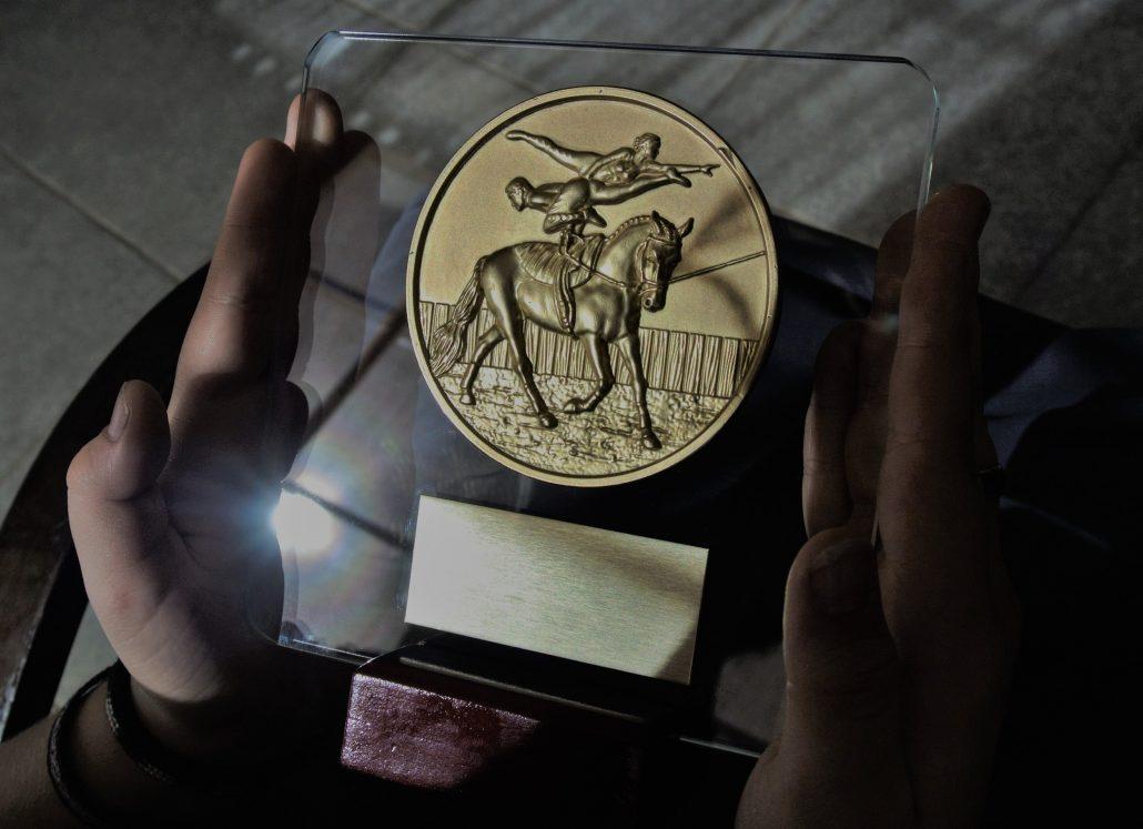 Trofeos de Cristal con centro de Volteo ecuestre